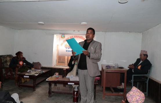 छायाँनाथ रारा नगरपालिका मुगुको दोस्रो नगर सभामा शिक्षा ऐन पेशगर्दै वडा नं. ५ का  वडा अध्यक्ष श्री डम्बर बहादुर रावल ।